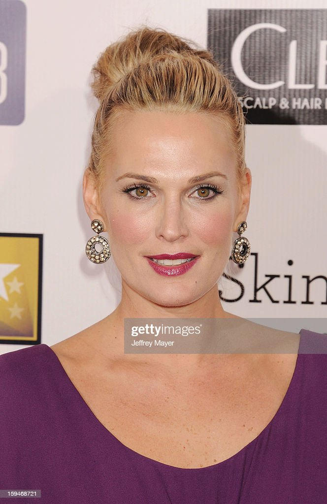 Molly Sims arrives at the 18th Annual Critics' Choice Movie Awards at The Barker Hanger on January 10, 2013 in Santa Monica, California.