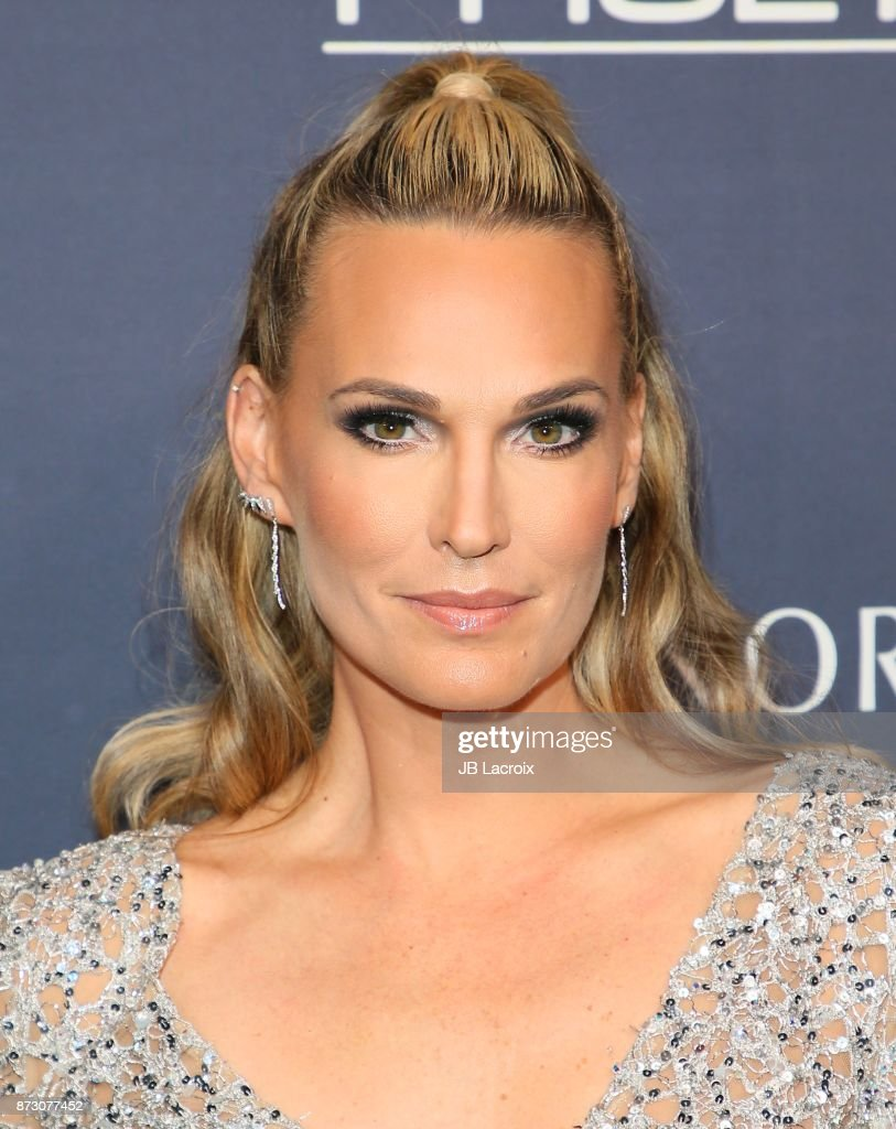 Molly Sims attends the 2017 Baby2Baby Gala on November 11, 2017 in Los Angeles, California.
