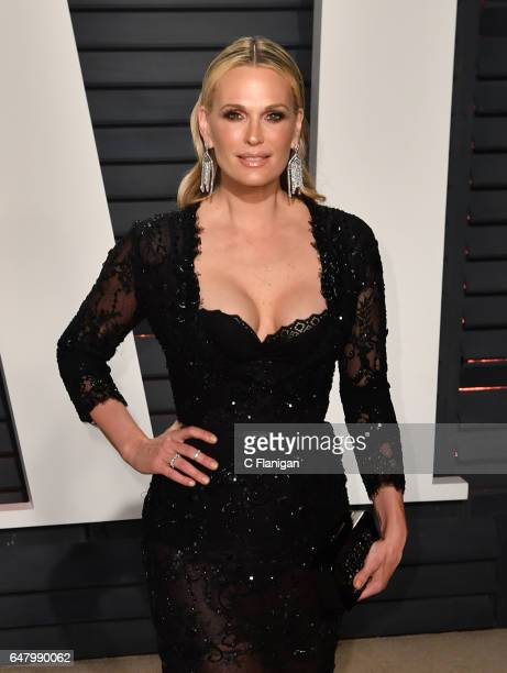 Molly Sims attends the 2017 Vanity Fair Oscar Party hosted by Graydon Carter at Wallis Annenberg Center for the Performing Arts on February 26 2017...