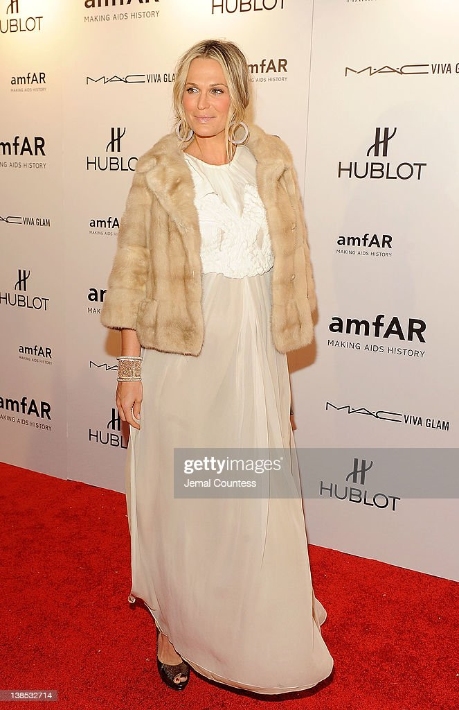 Molly Sims attends the amfAR New York Gala To Kick Off Fall 2012 Fashion Week at Cipriani Wall Street on February 8, 2012 in New York City.