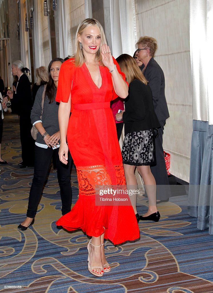 Molly Sims attends The Helping Hand of Los Angeles' 87th Anniversary Mother's Day Luncheon and Fashion Show at the Beverly Wilshire Four Seasons Hotel on May 6, 2016 in Beverly Hills, California.