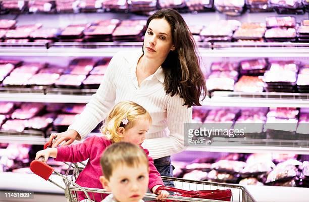 Madre e bambini shopping