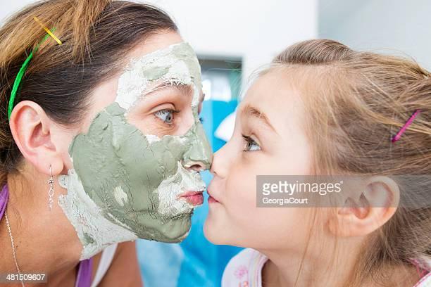 Mãe filha & nariz para o nariz