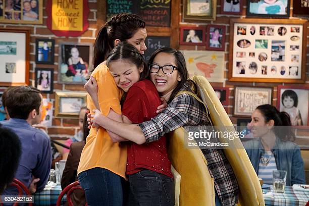 BIZAARDVARK 'Mom Stop' Paige has mixed feelings when her mom hires her and Frankie to sing while they wait tables at their family restaurant...