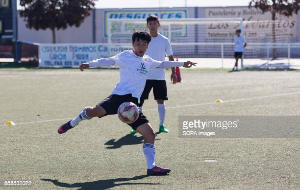 FIELD ILLESCAS TOLEDO SPAIN A moment of training for the young players The town of Illescas in Toledo in Spain welcomed a football team of South...