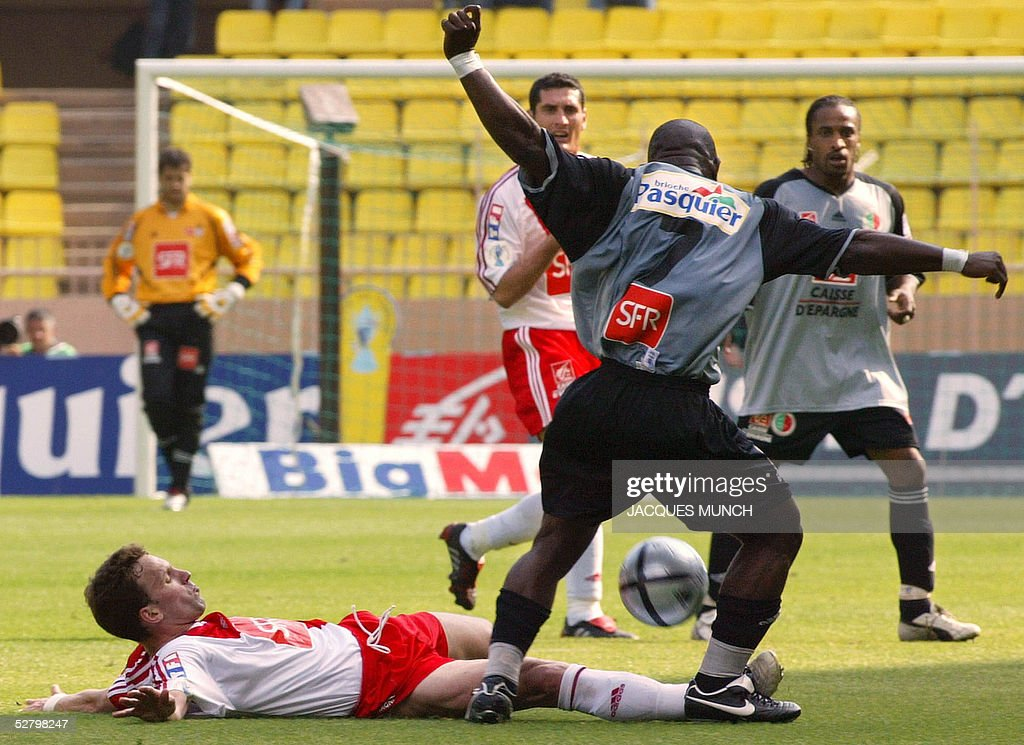 Monaco's forward Lucas Bernardi vies with Sedan's defender Marcus Mokake Mwambo during their French cup semifinal football match 11 May 2005 at the...
