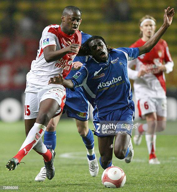 Troyes's midfielder Blaise Matuidi vies with Monaco's forward Yaya Toure during the French L1 football match Monaco vs Troyes 07 April 2007 at the...