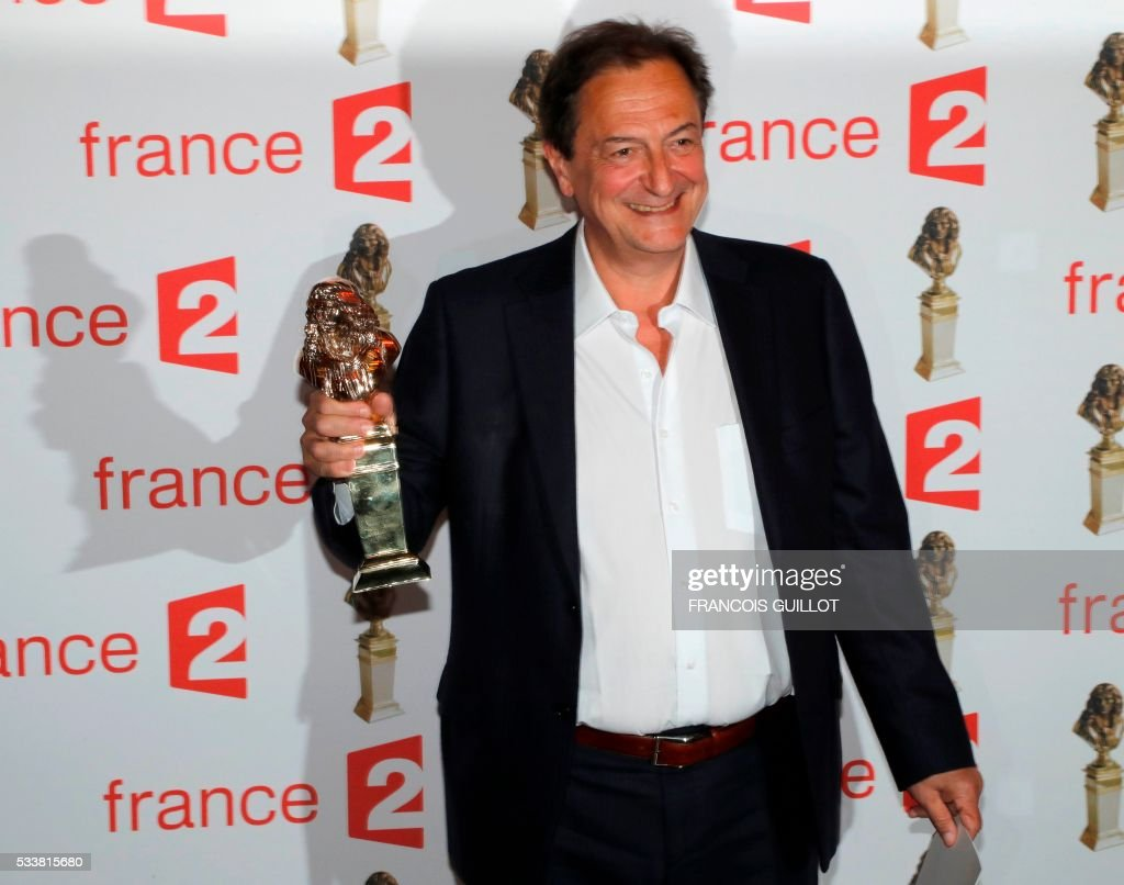 Monaco's actor Vladimir Yordanoff poses after receiving the Moliere Award for Best actor in a private theatre play for 'Qui a peur de Virginia Woolf' (Who is scared by Virginia Woolf) during the 28th Ceremony of the French Theatre Molieres awards at the Folies Bergeres in Paris, on May 23, 2016. / AFP / FRANCOIS
