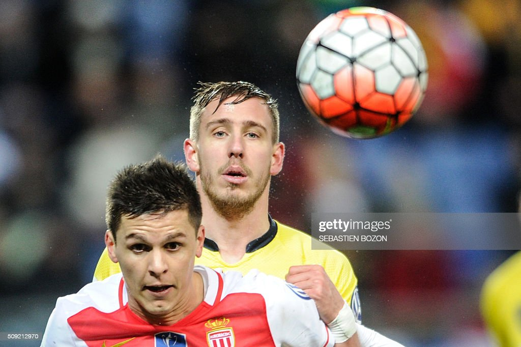 Monaco's Argentinian forward Guido Carrillo (L) vies with Sochaux's French defender Pierre Gibaud during the French Cup football match between Sochaux (FCSM) and Monaco (ASM) at Auguste Bonal Stadium in Montbeliard on February 9, 2016. / AFP / SEBASTIEN BOZON
