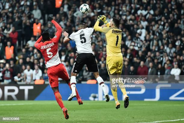 TOPSHOT Monaco's Brazilian defender Jemerson and Monaco's Croatian goalkeeper Danijel Subasic vie with Besiktas' Portuguese defender Pepe during the...