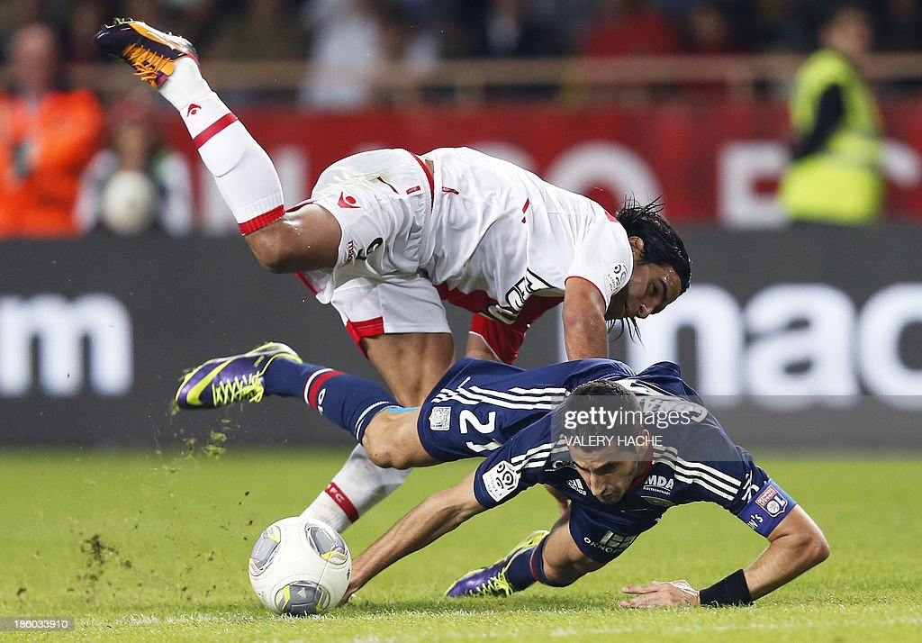 Monaco's Colombian forward <a gi-track='captionPersonalityLinkClicked' href=/galleries/search?phrase=Radamel+Falcao&family=editorial&specificpeople=3022104 ng-click='$event.stopPropagation()'>Radamel Falcao</a> (Up) vies with Lyon's French midfielder Maxime Gonalons (Bottom) during the French L1 football match Monaco (ASM) vs Lyon (OL) on October 27, 2013 at the Louis II Stadium in Monaco.