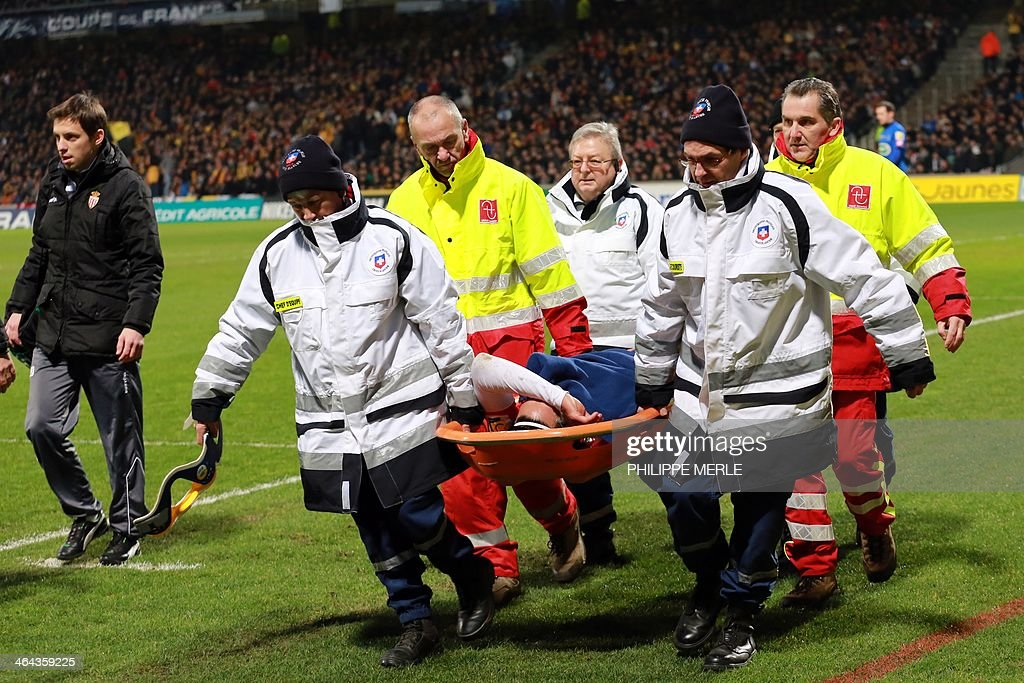 Monaco's Columbian forward Radamel Falcao (C) is lifted away from the pitch after being injured during the French Cup football match between Chasselay (MDA) and Monaco (ASM) on January 22, 2014 at the Gerland stadium in Lyon, central-eastern France.