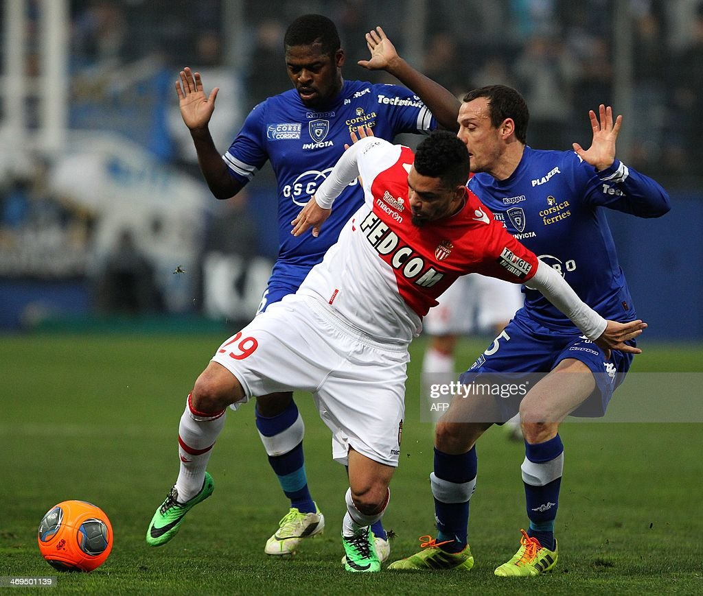 Monaco's French forward Emmanuel Riviere (C) vies with Bastia's French defender Sebastien Squillaci (R) and Bastia's Ivory Coast midfielder Romaric Ndri Koffi (L) during the French L1 football match Bastia (SCB) against Monaco (ASM) in the Armand Cesari stadium in Bastia, Corsica, on February 15 , 2014. AFP PHOTO / PASCAL POCHARD-CASABIANCA