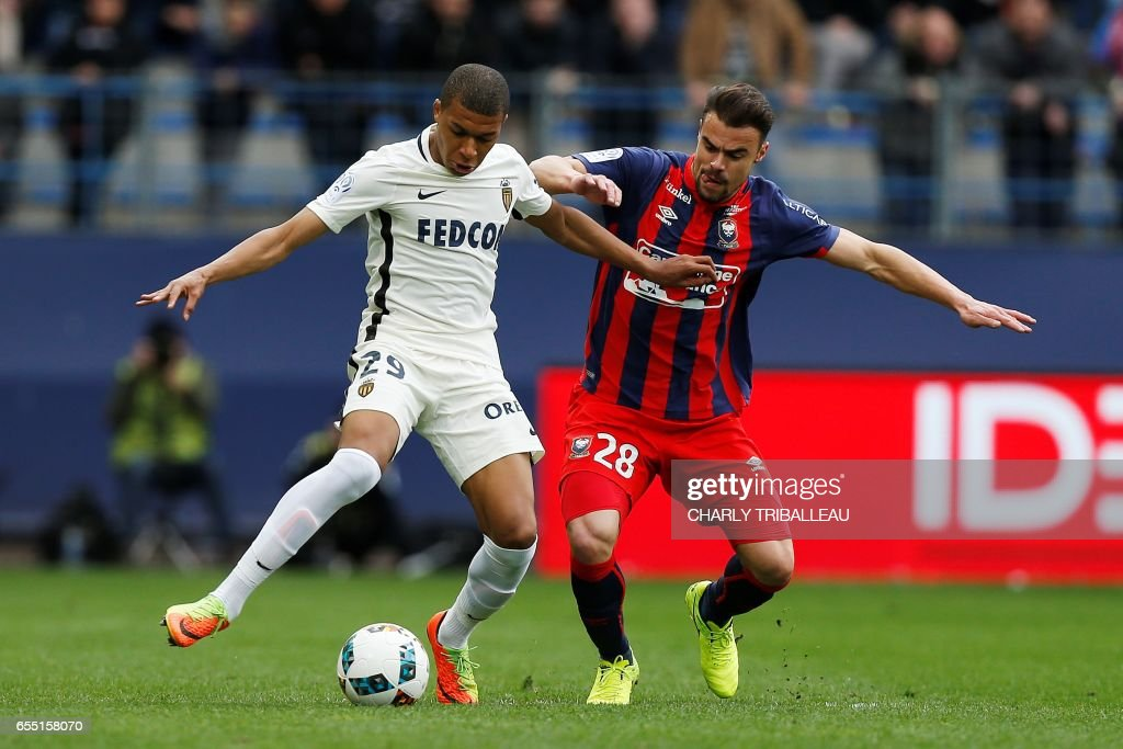 Monaco's French forward Kylian Mbappe Lottin (L) vies with Caen's French defender Damien Da Silva during the French L1 football match between Caen (SMC) and Monaco (AS), on March 19, 2017 at the Michel d'Ornano stadium, in Caen, northwestern France. /
