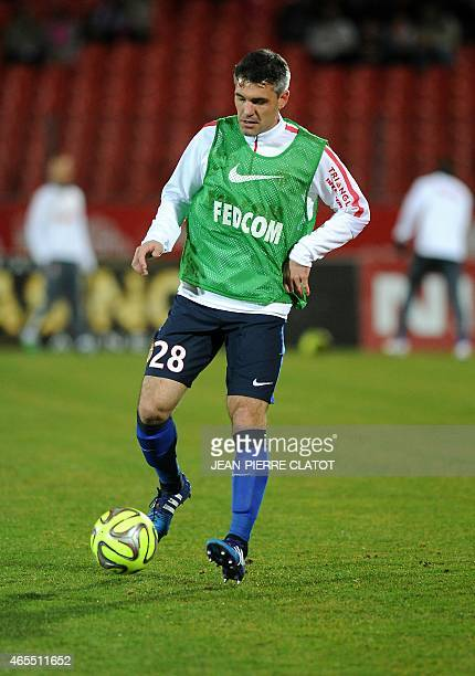 Monaco's French midfielder Jeremy Toulalan warms up ahead of the French L1 football match between Evian TG and Monaco at the Parc des Sports stadium...