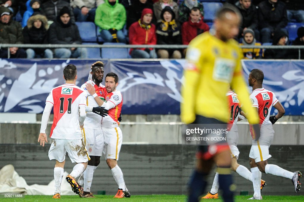 Monaco's French midfielder Tiemoue Bakayoko (2nd L) celebrates with teammates after scoring a goal during the French Cup football match between Sochaux (FCSM) and Monaco (ASM) at Auguste Bonal Stadium in Montbeliard on February 9, 2016. / AFP / SEBASTIEN BOZON