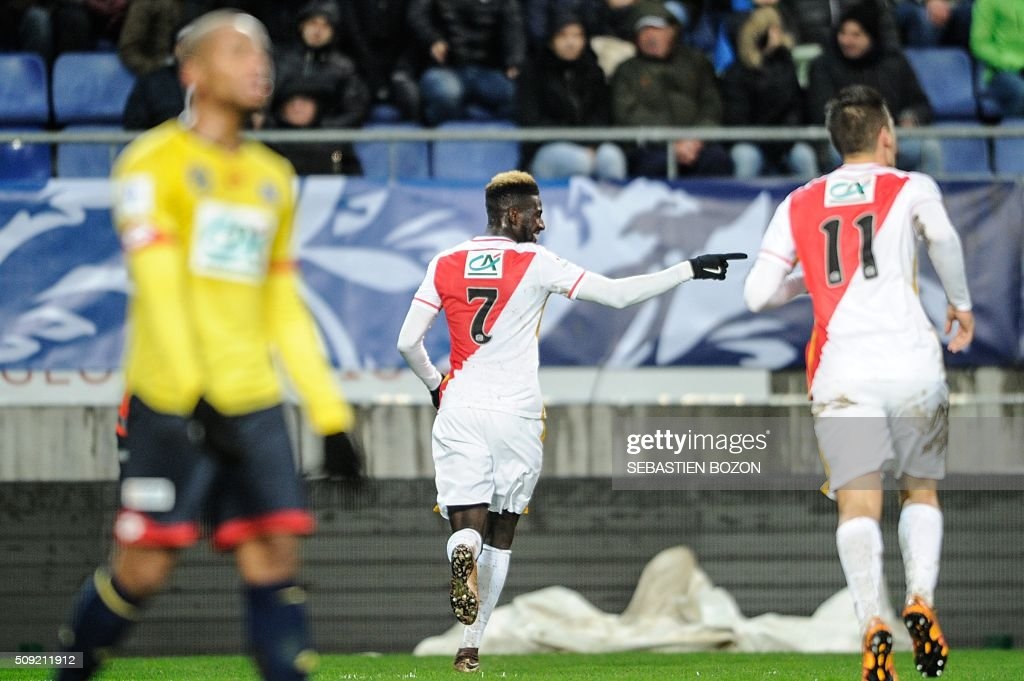 Monaco's French midfielder Tiemoue Bakayoko (C) jubilates after scoring a goal during the French cup round of 8 football match between Sochaux (FCSM) and Monaco (ASM) at the Auguste Bonal Stadium in Montbeliard, on February 9, 2016. / AFP / SEBASTIEN BOZON