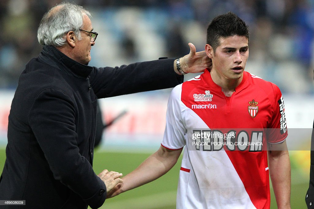 Monaco's Italian coach Claudio Ranieri (L) congratulates Monaco's Uruguayan midfielder James Rodriguez as he leaves the pitch during the French L1 football match Bastia (SCB) vs Monaco (ASM) at the Armand Cesari stadium in Bastia, Corsica island, on February 15, 2014. AFP PHOTO / PASCAL POCHARD-CASABIANCA