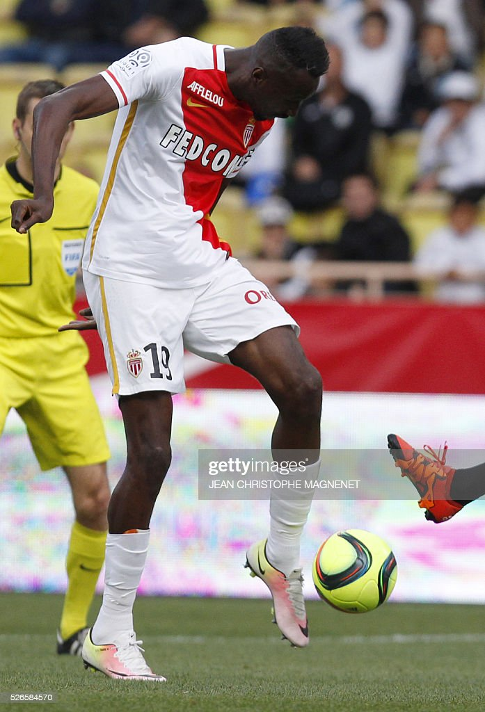 Monaco's Ivoirian forward Lacina Traore scores a goal during the French L1 football match Monaco (ASM) vs Guingamp (EAG) on April 30, 2016, at the Louis II stadium in Monaco.