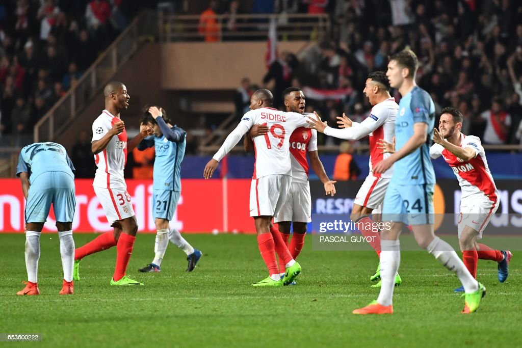 Monaco's players celebrate at the end of the UEFA Champions League round of 16 football match between Monaco and Manchester City at the Stade Louis II in Monaco on March 15, 2017. / AFP PHOTO / Pascal GUYOT