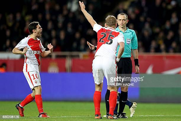 Monaco's Polish defender Kamil Glik and Portuguese defender Bernardo Silva argue with French referee Ruddy Buquet during the French L1 football match...
