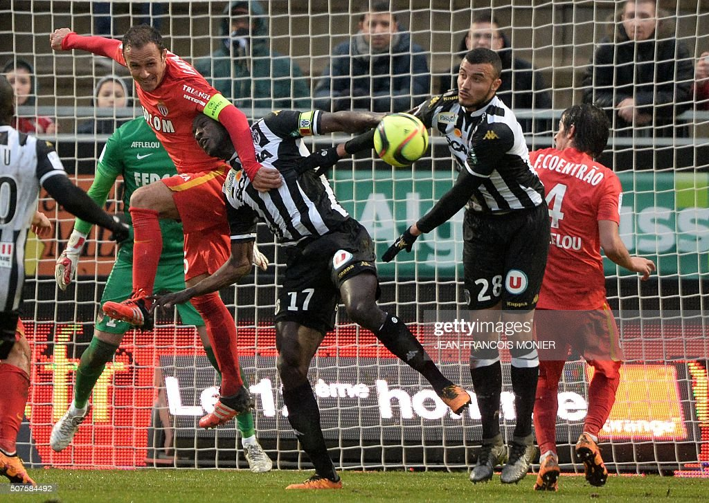 Monaco's Portuguese defender Ricardo Carvalho vies for the ball with Angers' Senegalese midfielder Cheikh N'Doye and Angers' Moroccan midfielder...