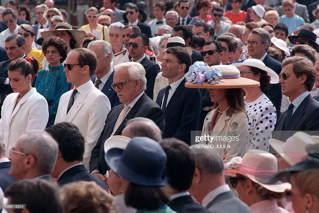Monaco's ruling Prince Rainier (3rd-L) surrounded by (L-R) Princess Stéphanie, Crown Prince Albert, Princess Caroline and her husband Stefano Casiraghi, celebrate 27 June 1989 at the Monte-Carlo Palace Plaza the 40th anniversary of Prince Rainier accession on the throne.
