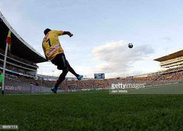 Monarcas Morelia's Luis Sandoval kicks the ball during their quarterfinals match againt Santos Laguna as part of the 2009 Opening tournament in the...