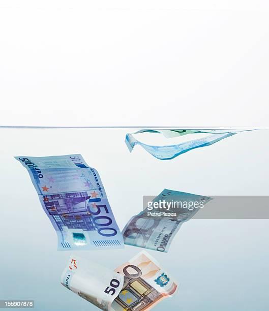 Geld ertrunken sind unter Wasser. Finanzkrise