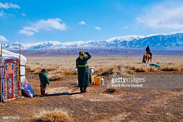 Mongolia, nomad camp, departure for hunting