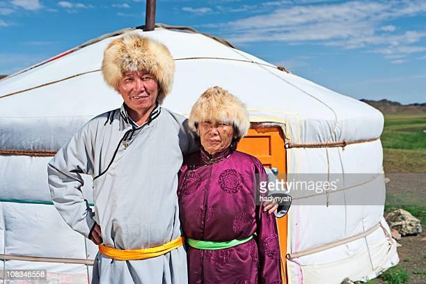 Mongolische Paar in-Kleidung