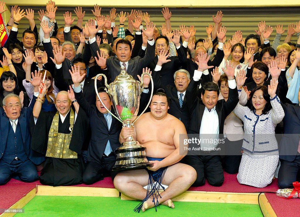 Mongolian ozeki Kakuryu (C), whose real name is Mangaljalavyn Anand celebrates winning the Grand Sumo Spring Tournament with his supporters at Body Maker Colisseum on March 23, 2014 in Osaka, Japan.