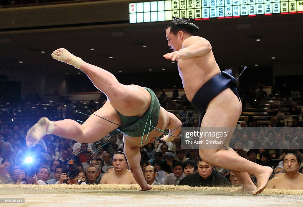 Mongolian ozeki Kakuryu (R), whose real name is Mangaljalavyn Anand throws Kitataiki to win during day five of the Grand Sumo Summer tournament at Ryogoku Kokugikan on May 16, 2013 in Tokyo, Japan.