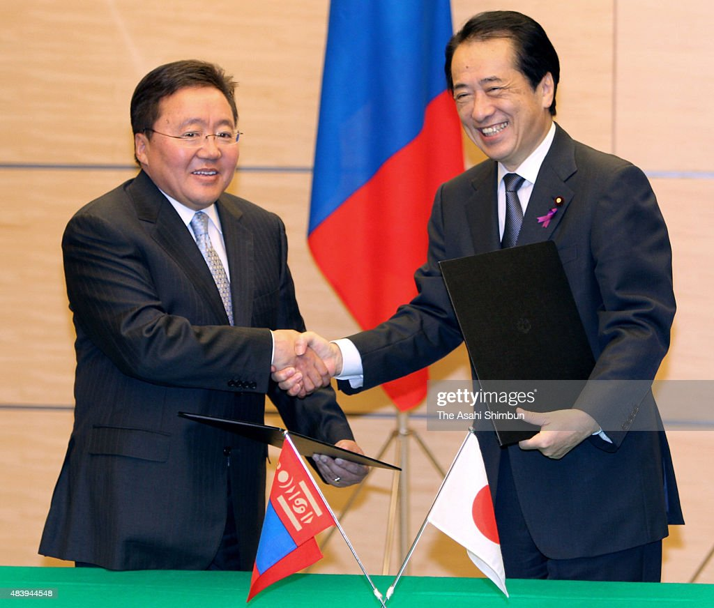Mongolian President <a gi-track='captionPersonalityLinkClicked' href=/galleries/search?phrase=Tsakhiagiin+Elbegdorj&family=editorial&specificpeople=5427078 ng-click='$event.stopPropagation()'>Tsakhiagiin Elbegdorj</a> (L) and Japanese Prime Minister <a gi-track='captionPersonalityLinkClicked' href=/galleries/search?phrase=Naoto+Kan&family=editorial&specificpeople=697761 ng-click='$event.stopPropagation()'>Naoto Kan</a> shake hands after the signing ceremony at the Kan's official residence on November 19, 2010 in Tokyo, Japan.