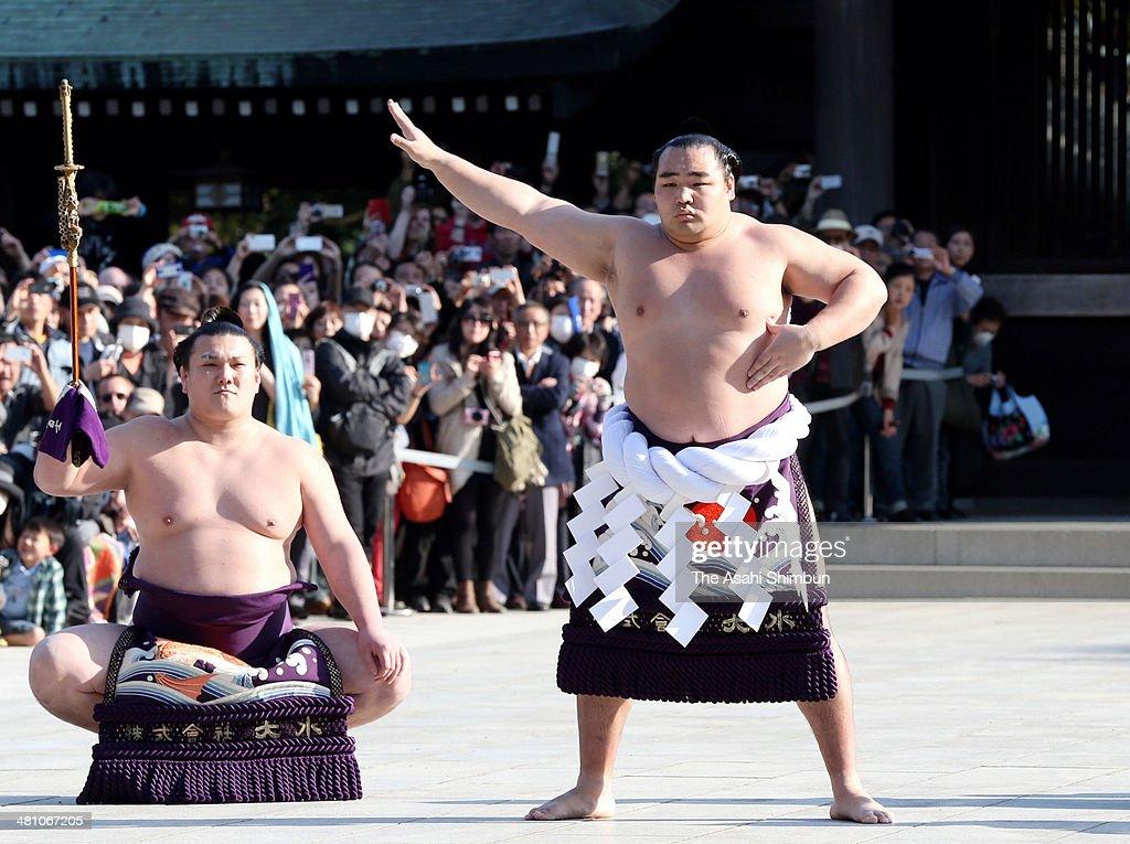 Mongolian wrestler Kakuryu (R), whose real name is Mangaljalavyn Anand performs the 'Dohyo-Iri' ring purification ritual at Meiji Jingu Shrine on March 28, 2014 in Tokyo, Japan.