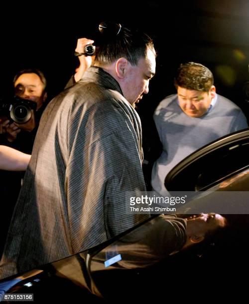 Mongolian yokozuna Harumafuji departs at Isegahama Stable's temporary quarters on November 16 2017 in Dazaifu Fukuoka Japan Yokozuna Harumafuji is...