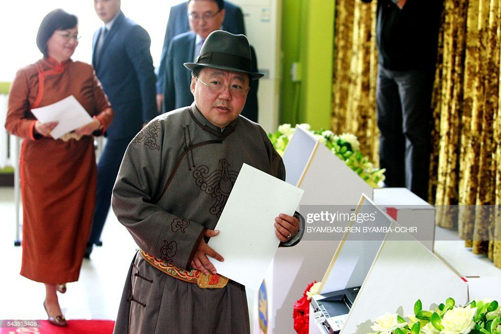 Mongolia's President Tsakhiagiin Elbegdorj (C) prepares to vote in the Mongolian parliamentary election in Ulan Bator on June 29, 2016. Mongolians travelled to the polls on June 29 to elect a new national government as the country struggles to monetise its vast natural resources amid slumping demand for commodities from its largest trade partner China. / AFP / BYAMBASUREN