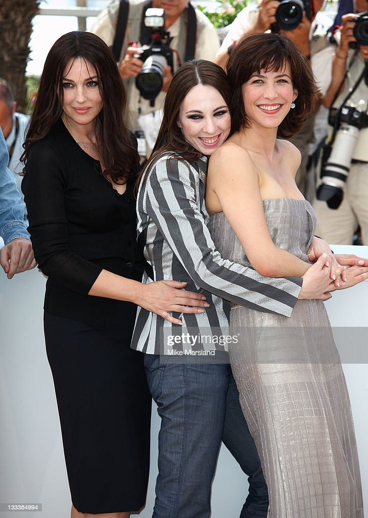<a gi-track='captionPersonalityLinkClicked' href=/galleries/search?phrase=Monica+Bellucci&family=editorial&specificpeople=204777 ng-click='$event.stopPropagation()'>Monica Bellucci</a>, Marina De Van and <a gi-track='captionPersonalityLinkClicked' href=/galleries/search?phrase=Sophie+Marceau&family=editorial&specificpeople=220531 ng-click='$event.stopPropagation()'>Sophie Marceau</a> attends the 'Don't Look Back' Photo Call at the Palais des Festivals during the 62nd Annual Cannes Film Festival on May 16, 2009 in Cannes, France.