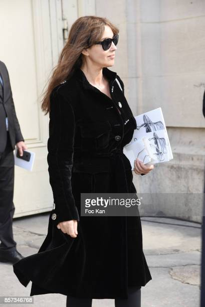Monica Bellucci poses during the Chanel show as part of the Paris Fashion Week Womenswear Spring/Summer 2018 on October 3 2017 in Paris France