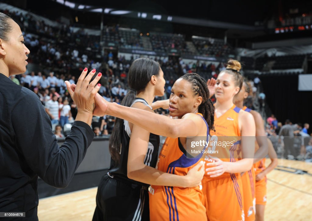 Monique Currie #25 of the Phoenix Mercury shakes hands with her teammates after defeating the San Antonio Stars on July 7, 2017 at the AT&T Center in San Antonio, Texas.