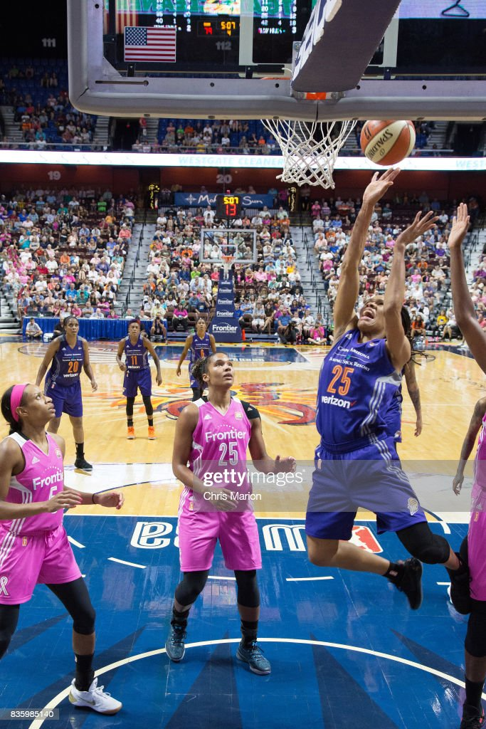 Monique Currie #25 of the Phoenix Mercury shoots the ball against the Connecticut Sun on August 20, 2017 at Mohegan Sun Arena in Uncasville, CT.