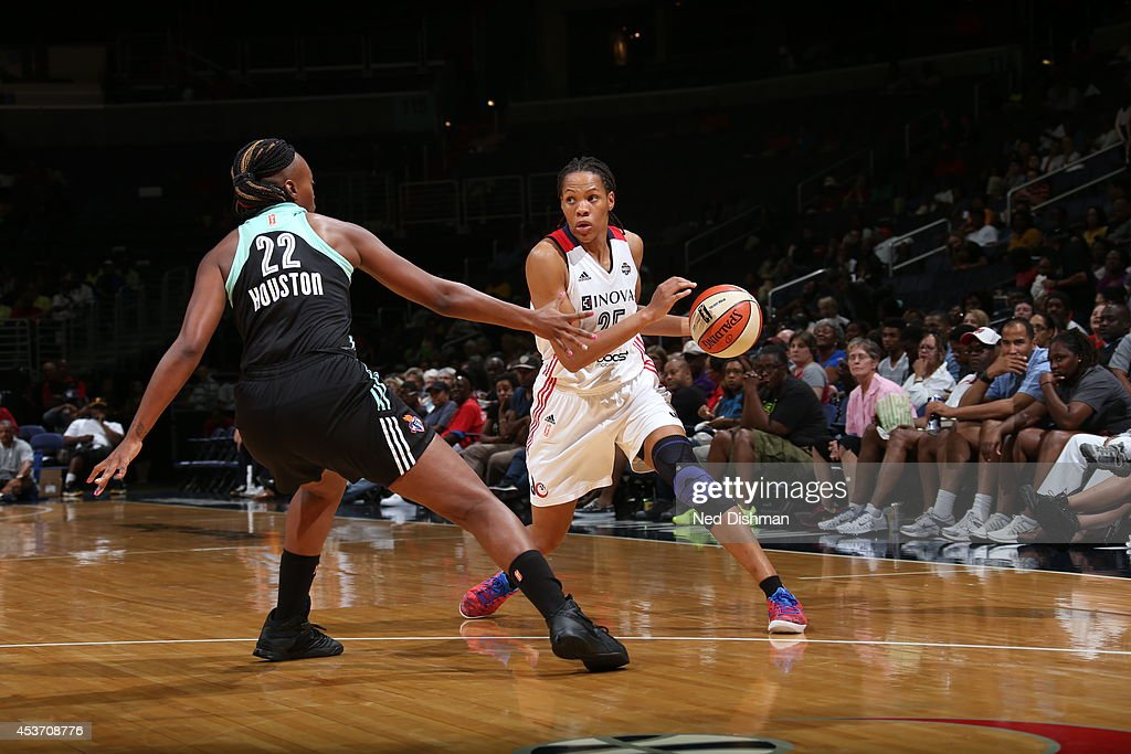 <a gi-track='captionPersonalityLinkClicked' href=/galleries/search?phrase=Monique+Currie&family=editorial&specificpeople=553598 ng-click='$event.stopPropagation()'>Monique Currie</a> #25 of the Washington Mystics drives against Charde Houston #22 of the New York Liberty at the Verizon Center on August 16, 2014 in Washington, DC.
