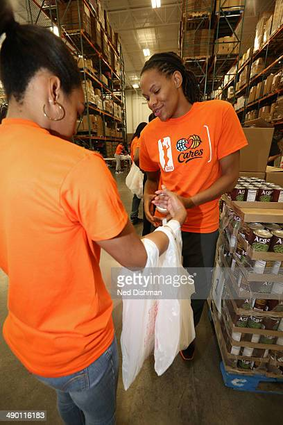Monique Currie of the Washington Mystics participates during an WNBA Carers event at the Capital Food Bank on May 12 2014 in Washington DC NOTE TO...