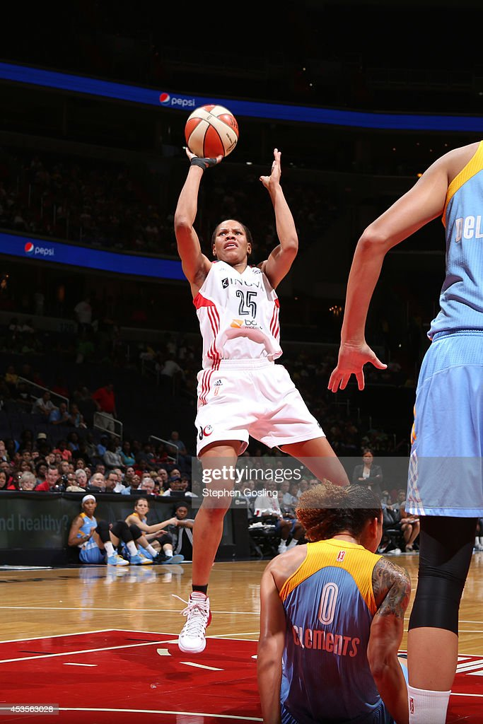 Monique Currie #25 of the Washington Mystics shoots against Courtney Clements #0 of the Chicago Sky at the Verizon Center on August 13, 2014 in Washington, DC.