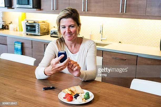Monitoring blood sugar for diabetes
