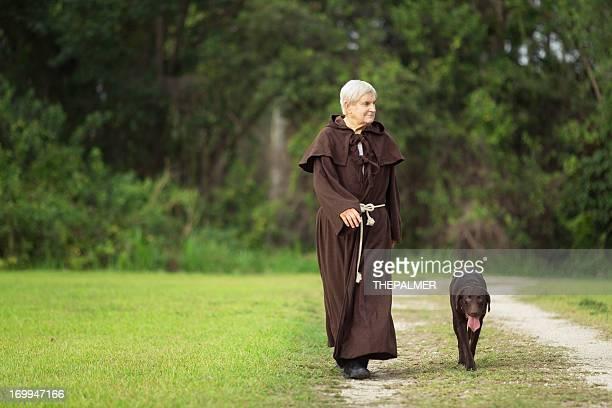 僧と彼の犬