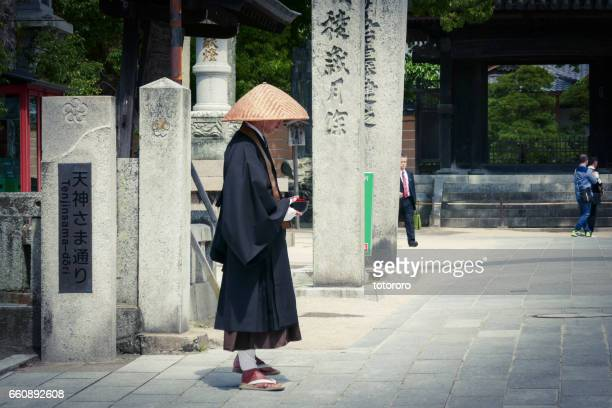A monk begging for alms in front of Dazaifu Tenman-gu (太宰府天満宮), in Dazaifu (太宰府), Fukuoka Prefecture (福岡県) Japan