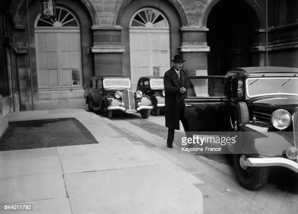 Monsieur Flandin sortant de sa voiture à son arrivée au Quai d'Orsay à Paris France le 29 octobre 1935