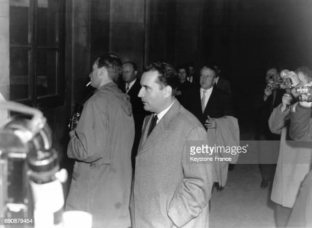 Monsieur François Mitterrand photographié dans les couloirs du Palais de Justice pour son rendezvous avec le Juge d'instruction à Paris France le 30...