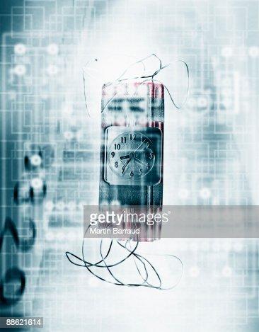 Montagem de bomba, temporizador e microchip : Foto de stock